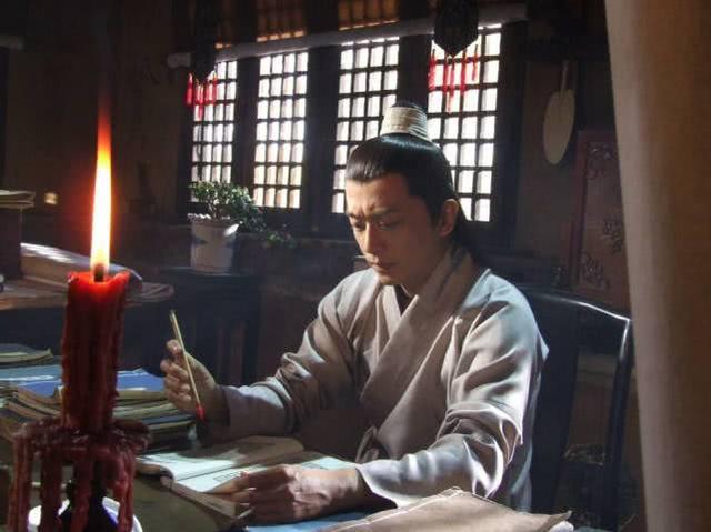 刘禅本土行�O�上�M是凝重想坚守,此人一�⒎�话,怕是连刘备也无力反驳,却被不出��嵛蠼馇�年
