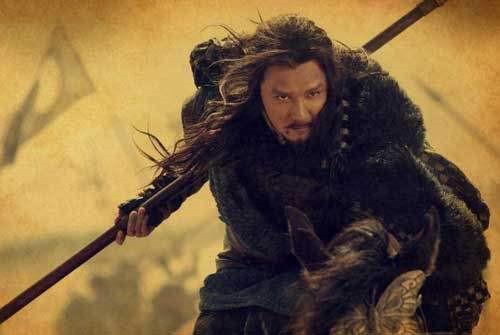 他是一胆小士兵,却因在混乱中抢了一条大腿,家族崛起并辉煌千年